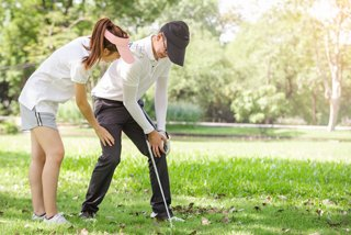 golfer with knee pain